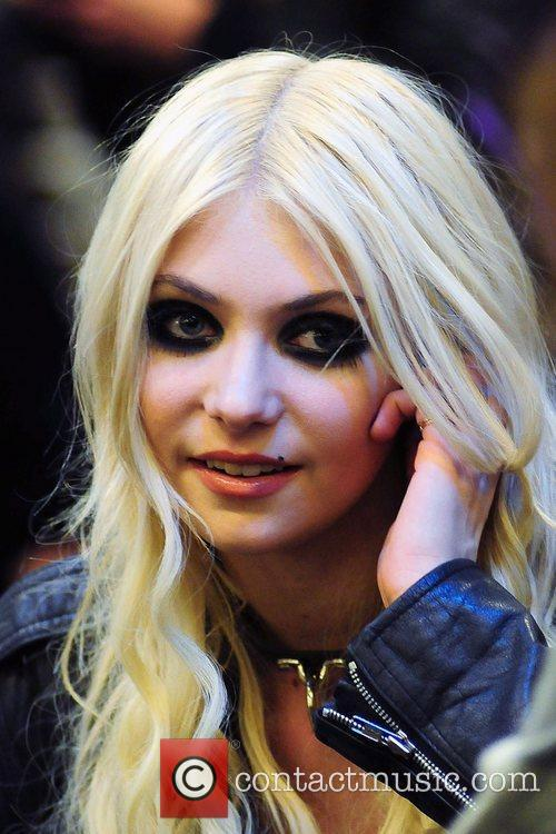 taylor momsen the pretty reckless 5637141