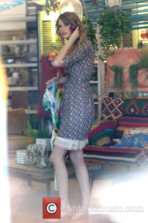 Taylor Swift  shopping at Anthropology in Beverly...