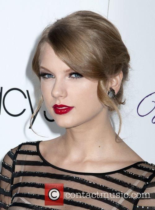 Taylor Swift and Macy's 1