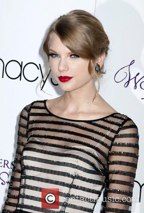 Taylor Swift and Macy's 4