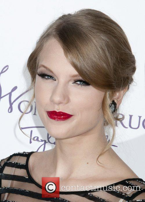 Taylor Swift and Macy's 5