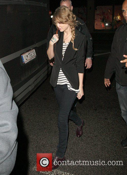 Taylor Swift returning to her London hotel after...