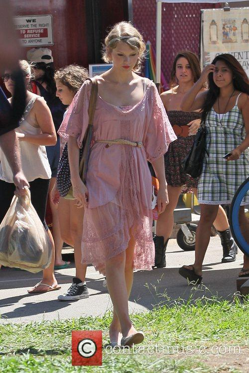 Taylor Swift, Flea