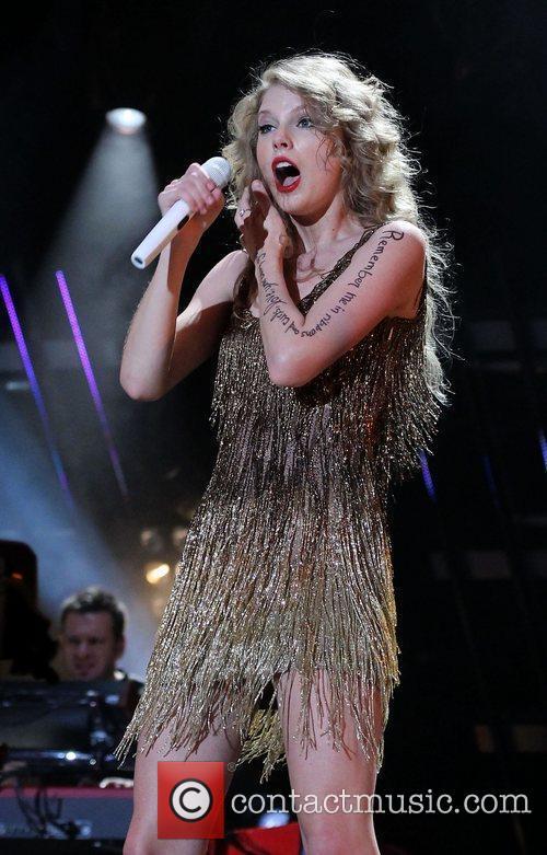 Taylor Swift 37