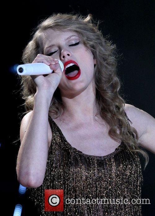 Taylor Swift 64