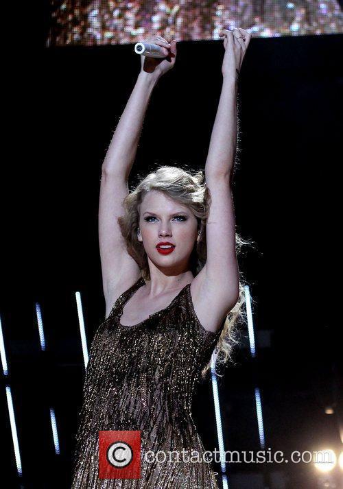 Taylor Swift 30
