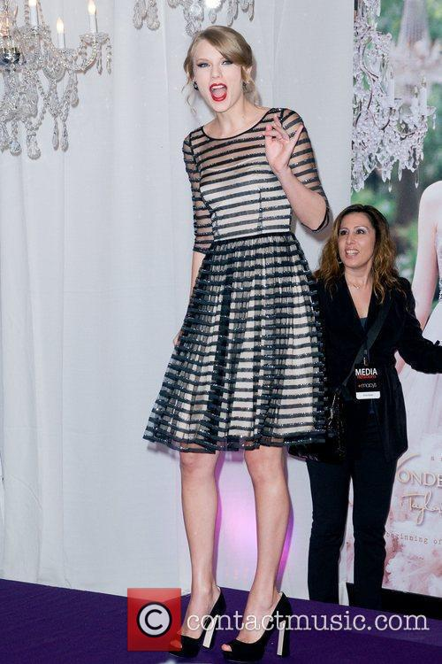 Taylor Swift and Macy's 15