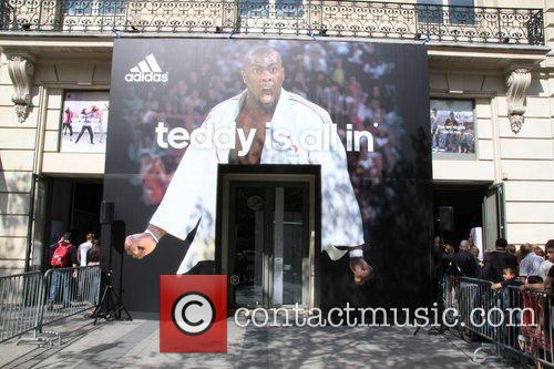 Teddy Riner sign autographs at the Adidas Store...