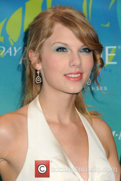 Taylor Swift 19