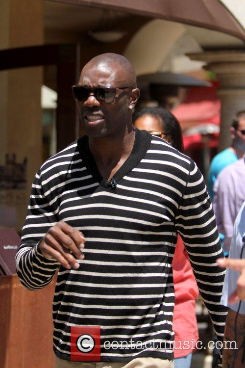 Terrell Owens and Mario Lopez 13