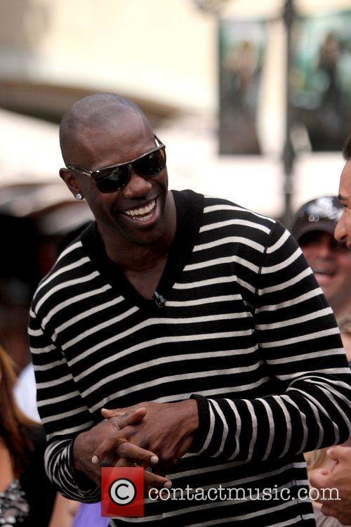 Terrell Owens and Mario Lopez 4