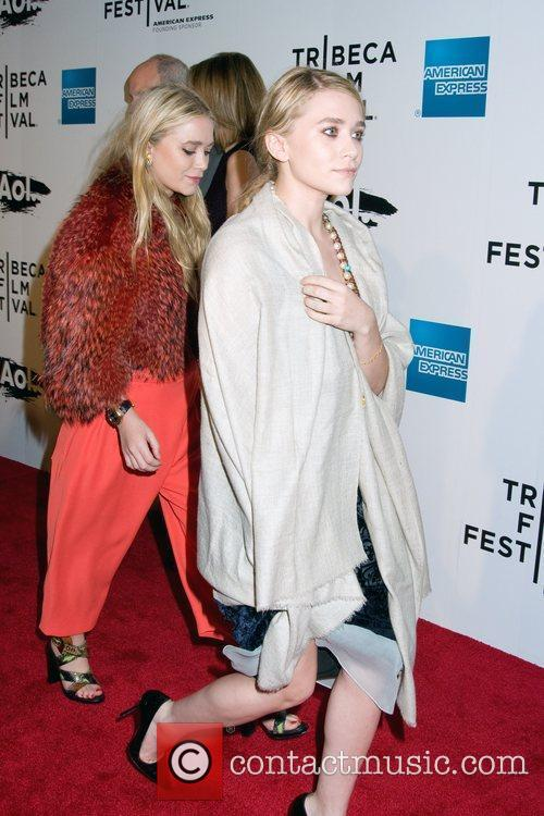 Mary-kate Olsen and Ashley Olsen 3