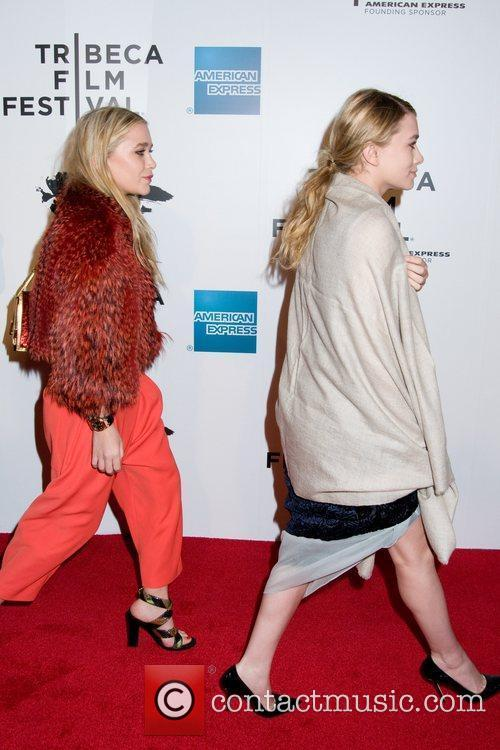 Mary-kate Olsen and Ashley Olsen 2