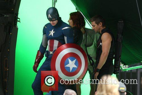 Chris Evans, Jeremy Renner and Scarlett Johansson 7