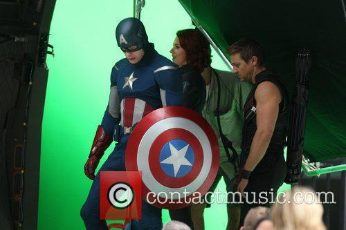 Chris Evans, Jeremy Renner and Scarlett Johansson 4