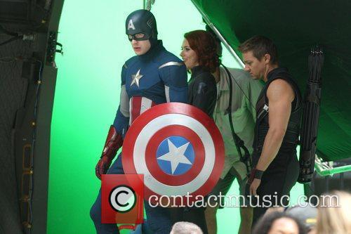 Chris Evans, Jeremy Renner and Scarlett Johansson 2