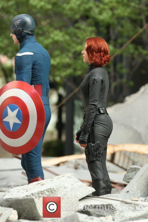 Chris Evans and Scarlett Johansson 2