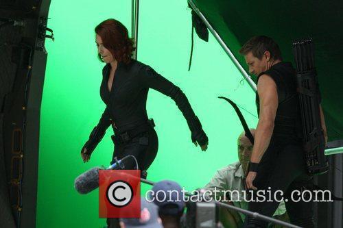 Scarlett Johansson and Jeremy Renner 9