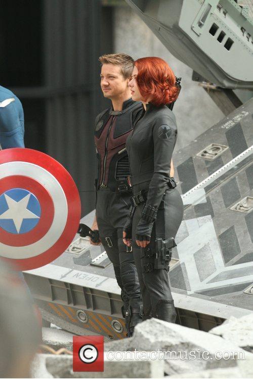 Scarlett Johansson and Jeremy Renner 7