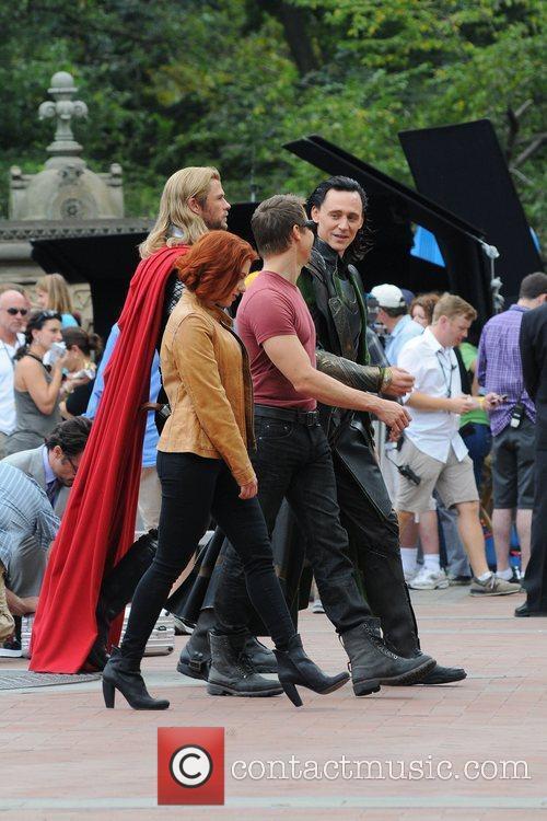 Chris Hemsworth, Scarlett Johansson, Tom Hiddleston, Jeremy Renner,...