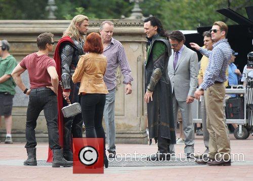 Jeremy Renner, Chris Hemsworth, Scarlett Johansson, Tom Hiddleston,...