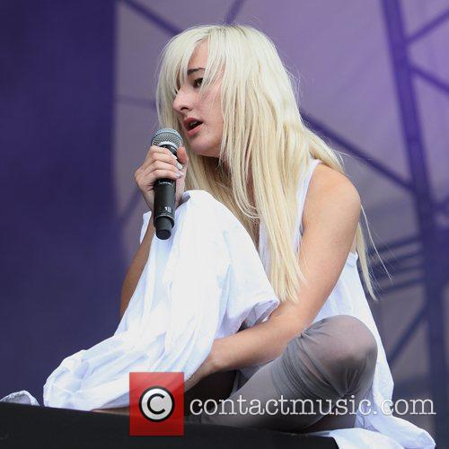 zola jesus performing on the 5700842