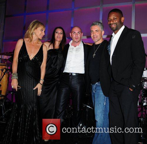 Lea Black, guest, Pittbull, David Siguaw and DJ...