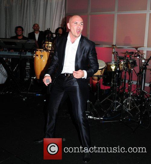 Performs at The Blacks Annual Gala at Eden...