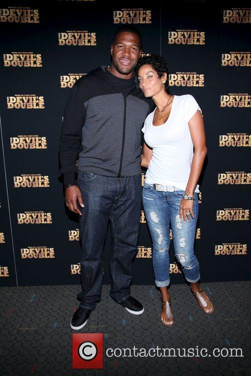 Michael Strahan and Nicole Murphy 5