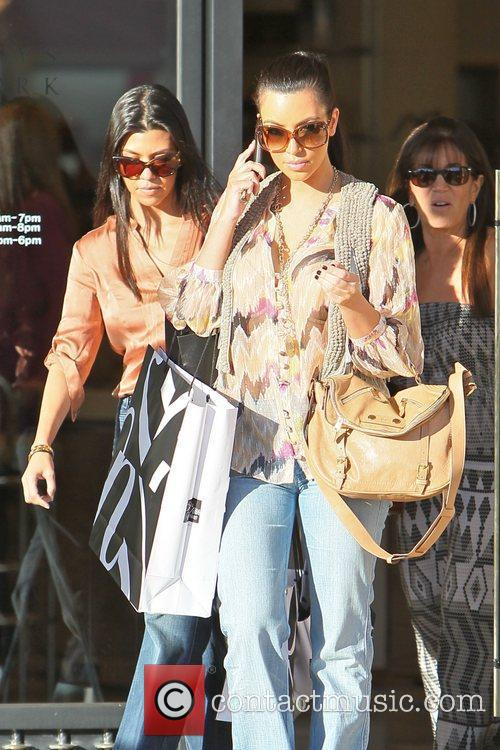 Kim Kardashian and Kourtney Kardashian 5