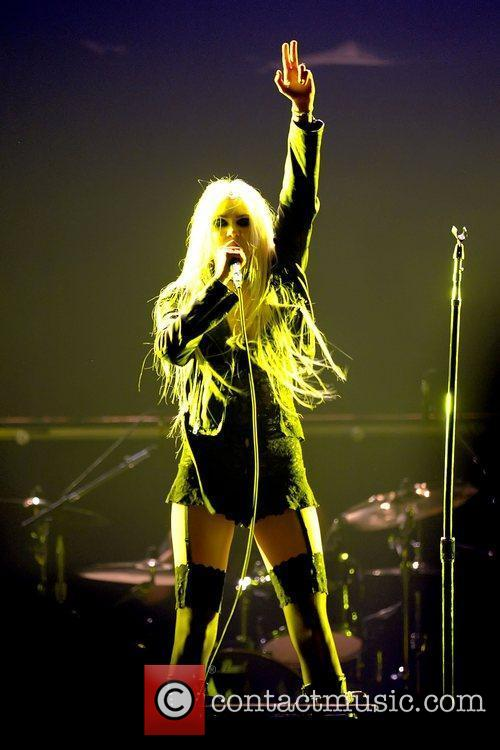 Taylor Momsen and The Pretty Reckless 5