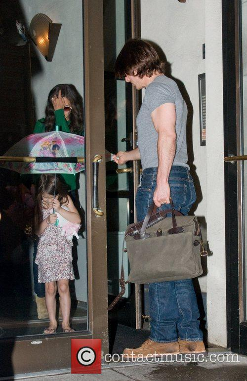 Tom Cruise, Katie Holmes and The Rain 1
