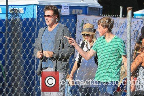 Dean Mcdermott and Tori Spelling 4