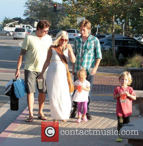 Shops in Malibu with her husband Dean McDermott...