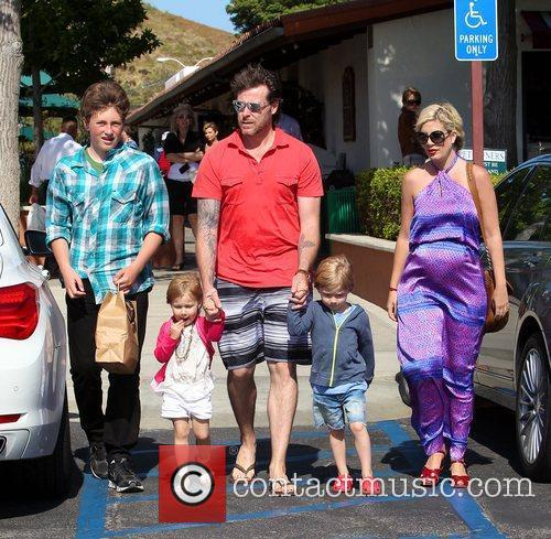 Tori Spelling and Dean Mcdermott 2