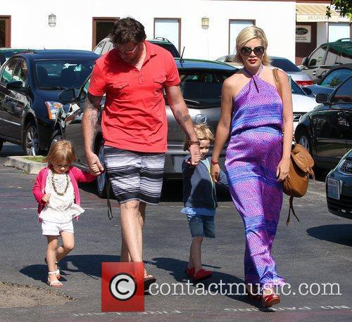 Tori Spelling and Dean Mcdermott 10