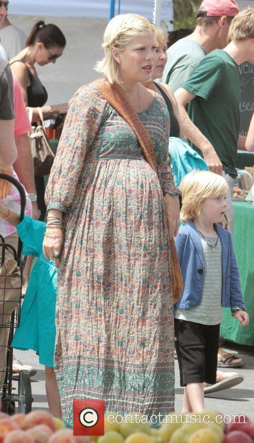 A heavily pregnant Tori Spelling takes her children...