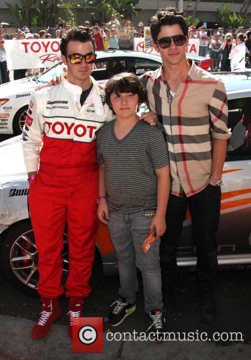 Kevin Jonas and Nick Jonas 6