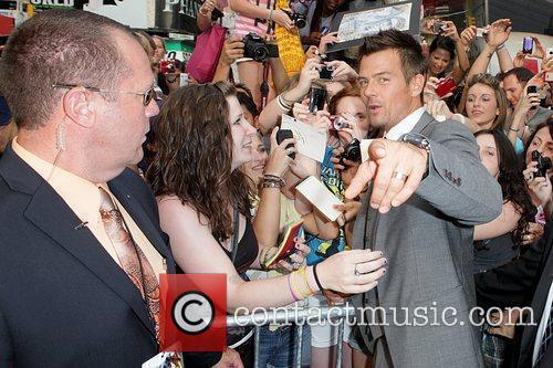 Josh Duhamel meetings fans in the crowd New...