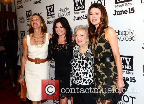 Jane Leeves, Valerie Bertinelli, Betty White, Wendy Malick...