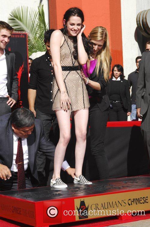 Kristen Stewart and Grauman's Chinese Theatre 16