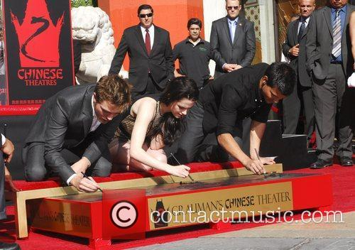 Robert Pattinson, Kristen Stewart, Taylor Lautner and Grauman's Chinese Theatre 54