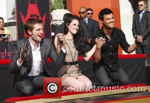 Robert Pattinson, Kristen Stewart, Taylor Lautner and Grauman's Chinese Theatre 53