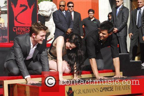 Robert Pattinson, Kristen Stewart, Taylor Lautner and Grauman's Chinese Theatre 57