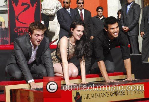 Robert Pattinson, Kristen Stewart, Taylor Lautner and Grauman's Chinese Theatre 62
