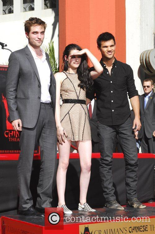 Robert Pattinson, Kristen Stewart, Taylor Lautner and Grauman's Chinese Theatre 55