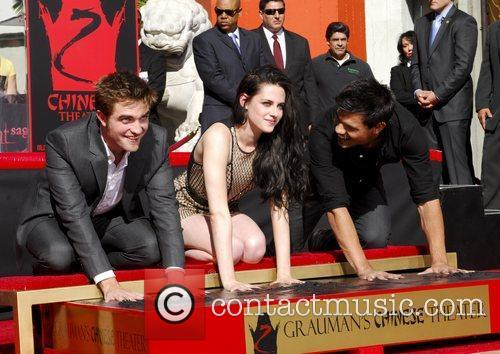 Robert Pattinson, Kristen Stewart, Taylor Lautner and Grauman's Chinese Theatre 61