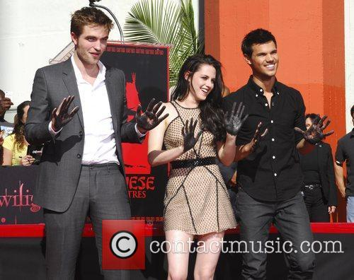Robert Pattinson, Kristen Stewart, Taylor Lautner and Grauman's Chinese Theatre 65