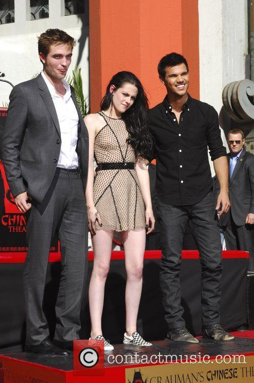 Robert Pattinson, Kristen Stewart, Taylor Lautner and Grauman's Chinese Theatre 56