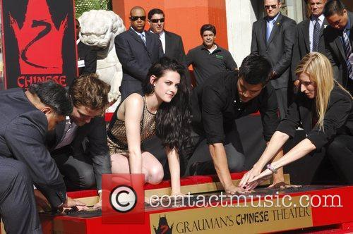 Robert Pattinson, Kristen Stewart, Taylor Lautner and Grauman's Chinese Theatre 51